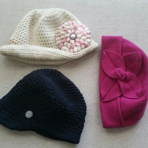 Winter hats nwot, size amall